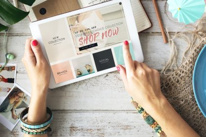 What are the benefits of E-commerce website in 2021?